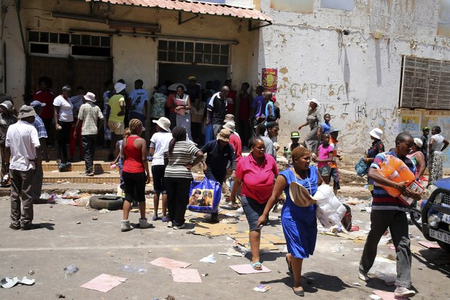 People loot a shop believed to be owned by a foreigner, during service delivery protests in Mohlakeng, west of Johannesburg February 4, 2015. (Photo by Siphiwe Sibeko/Reuters)