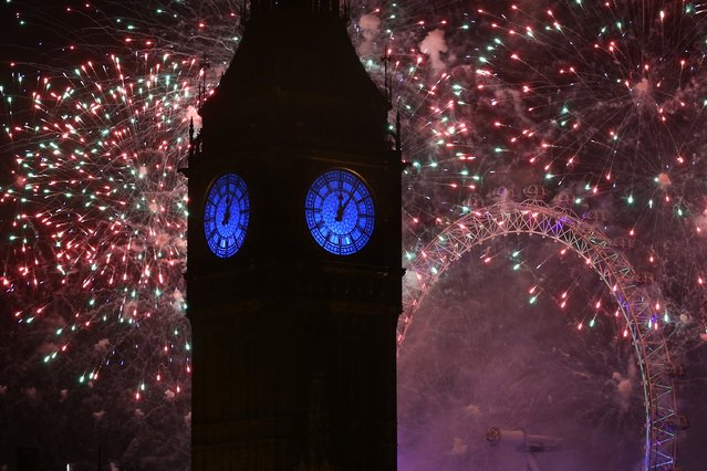 Fireworks light up the London skyline and Big Ben just after midnight on January 01, 2016 in London, England. (Photo by Carl Court/Getty Images)