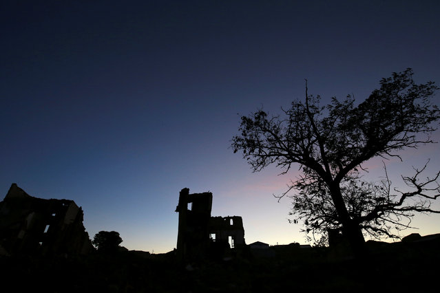 The sun sets over ruins in the old village of Belchite, in northern Spain, November 13, 2016. (Photo by Andrea Comas/Reuters)