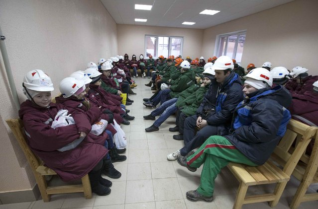 Children and their teachers wait before descending into the facilities of Belarus' Republican Clinic of Speleotherapy situated within a salt mine near the town of Soligorsk, south of Minsk, February 19, 2015. (Photo by Vasily Fedosenko/Reuters)