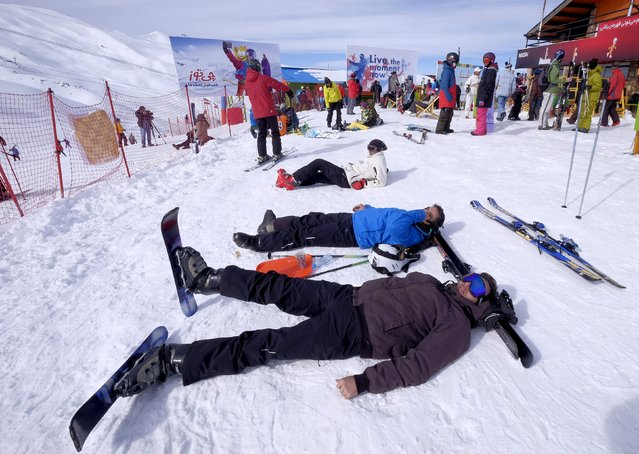 Iranian skiers rest at the Dizin ski resort, northwest of Tehran January 15, 2016. (Photo by Raheb Homavandi/Reuters/TIMA)