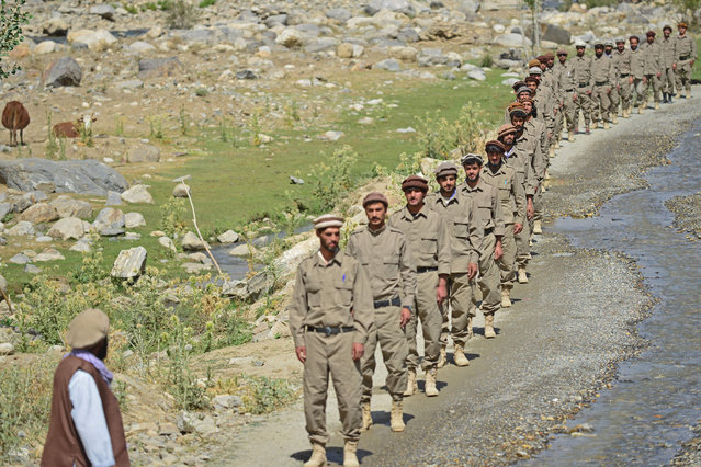 """Newly absorbed personnel in the Afghan security forces take part in a military training in Bandejoy area of Dara district in Panjshir province on August 21, 2021. Former Afghan government forces forming a resistance movement in a fortified valley are preparing for """"long-term conflict"""", but are also seeking to negotiate with the Taliban, their spokesman Ali Maisam Nazary told AFP in an interview. (Photo by Ahmad Sahel Arman/AFP Photo)"""