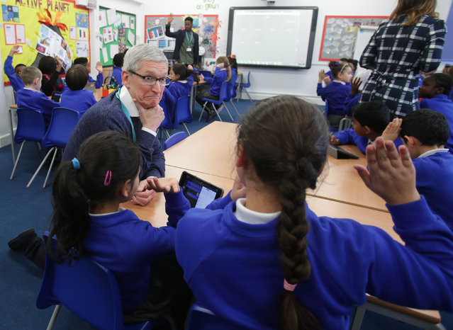 On a visit to Woodberry Down primary school in London, UK on February 09, 2017. Apple's CEO Tim Cook takes questions from the children. (Photo by Yui Mok/PA Wire)