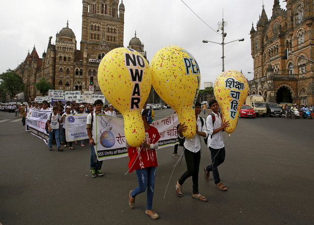 Students participate in a peace rally to commemorate the 70th anniversary of the atomic bombings of the Japanese cities of Hiroshima and Nagasaki, in Mumbai, India, August 6, 2015. (Photo by Danish Siddiqui/Reuters)
