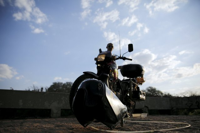 Ricardo Azevedo turns on his Honda NX 200 motorbike, which he has converted to be powered by water, in Salto, northwest of Sao Paulo, Brazil, August 6, 2015. (Photo by Nacho Doce/Reuters)