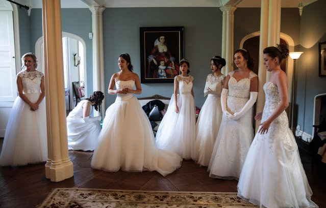 Debutantes prepare at Boughton Monchelsea Place ahead of the Queen Charlotte's Ball on September 9, 2017 in Maidstone, England. (Photo by Jack Taylor/Getty Images)