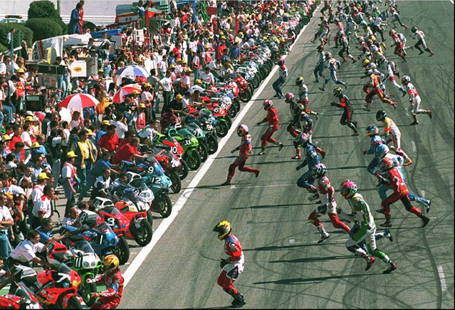 Riders sprint towards their bikes at the start of the Bol d'Or 24-hour motorbike race at Le Castellet circuit, southern France Saturday September 16, 1995. (Photo by Claude Paris/AP Photo)
