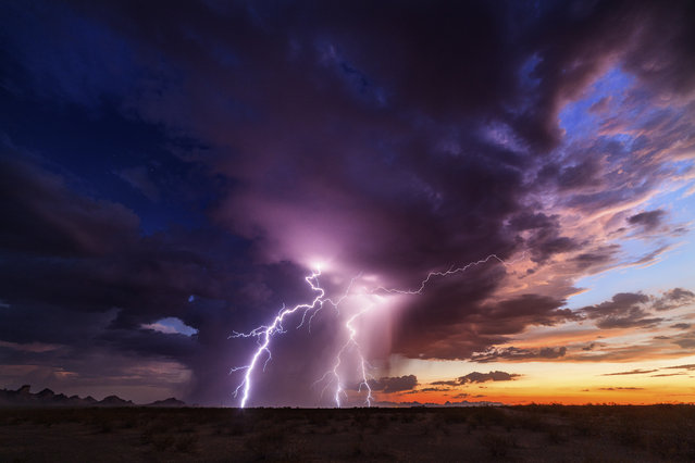 A 45 minute lightening show in Tonopah on August 14, 2015. (Photo by Mike Olbinski/Caters News Agency)