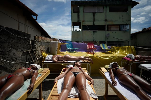Women sunbathe using insulating tape at a beauty center in Belo Horizonte, Brazil, on December 21, 2017. (Photo by Douglas Magno/AFP Photo)