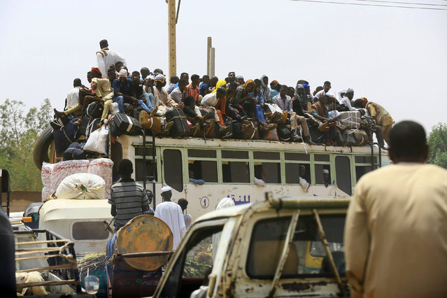 People ride on a bus as they return to their families ahead of the Eid al-Adha festival in Khartoum  September 11, 2016. (Photo by Mohamed Nureldin Abdallah/Reuters)