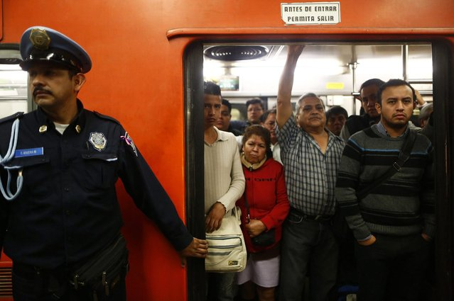 People stand inside a crowded passenger car of the subway in Mexico City October 24, 2014. (Photo by Enrique Castro-Mendivil/Reuters)