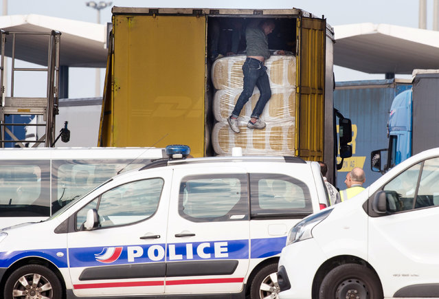"Migrants get out of a lorry heading to Britain, after being spotted by police in Calais, northern France, September 21, 2016. The squalid migrant camp known as the ""Jungle"" in France's northern port of Calais has become home to nearly 1,000 more people since August, bringing the total to more than 10,000, two charities working there said on September 19. (Photo by Philippe Huguen/Reuters)"