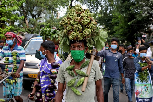 Farmers wearing vegetable garlands attend a protest march against farm bills passed by India's parliament, in Kolkata, India, September 23, 2020. (Photo by Rupak De Chowdhuri/Reuters)