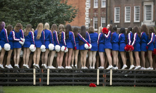 Members of the U.S. Universal Cheerleaders Association pose for a group photograph before the start of the annual New Year's Day Parade in London January 1, 2015. (Photo by Peter Nicholls/Reuters)