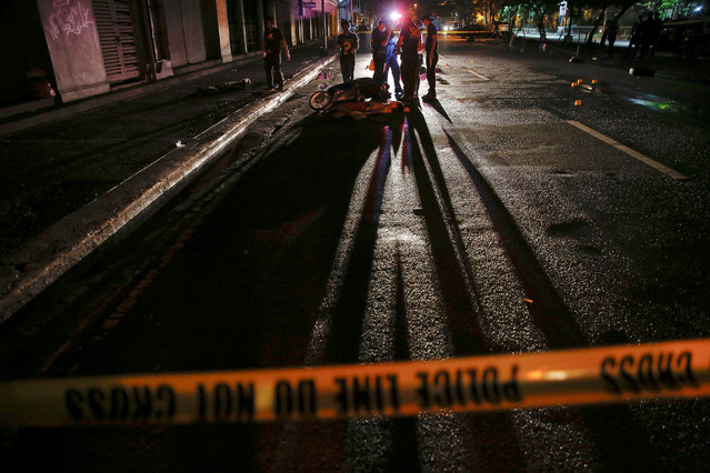Police investigate around bodies of two men killed in Manila, Philippines early October 29, 2016. (Photo by Damir Sagolj/Reuters)
