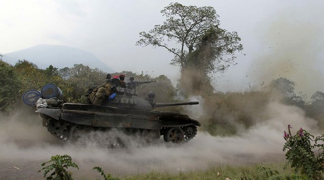 A Congolese armed forces (FARDC) tank fires a shot as soldiers battle M23 rebels in Kibati, outside Goma in the eastern Democratic Republic of Congo, on August 30, 2013. (Photo by Thomas Mukoya/Reuters)