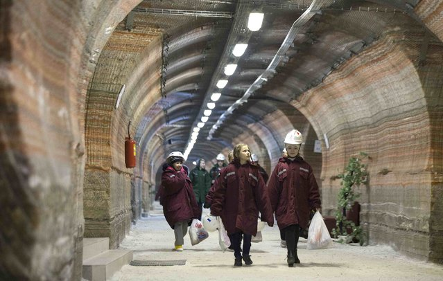 Children walk in the facilities of Belarus' Republican Clinic of Speleotherapy within a salt mine near the town of Soligorsk, south of Minsk, February 19, 2015. (Photo by Vasily Fedosenko/Reuters)