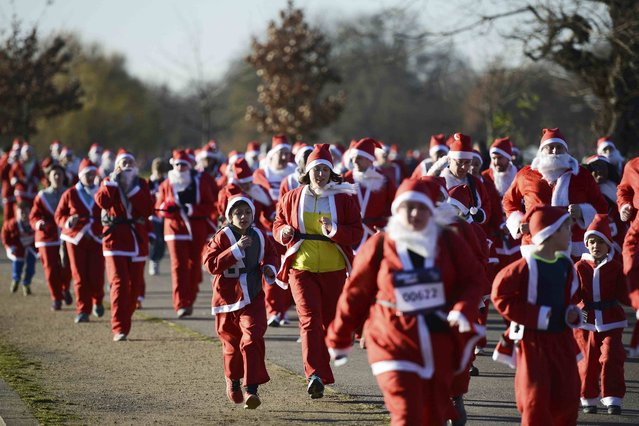 Some two thousand runners dressed as Santa Claus make their way through Clapham Common during The London Santa Dash, to raise money for Great Ormond Street Hospital, in London, Britain December 4, 2016. (Photo by Dylan Martinez/Reuters)