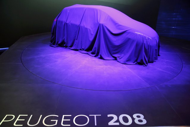 A veiled Peugeot 208 is seen during the first press day ahead of the 85th International Motor Show in Geneva March 3, 2015.  REUTERS/Arnd Wiegmann