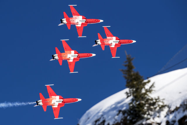 The Swiss Air Force Patrouille Suisse aerobatic team performs during the men's downhill race at the Alpine Skiing FIS Ski World Cup in Wengen, Switzerland, Saturday, January 19, 2019. (Photo by Anthony Anex/Keystone via AP Photo)