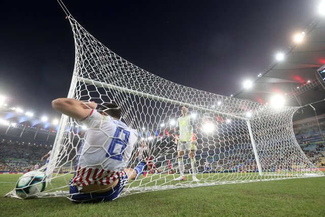 Paraguay's Junior Fernandez looks dejected as Rodrigo Rojas is sat in the net after conceding their second goal to Qatar at the Copa America in Rio de Janeiro, Brazil on June 16, 2019. (Photo by Pilar Olivares/Reuters)