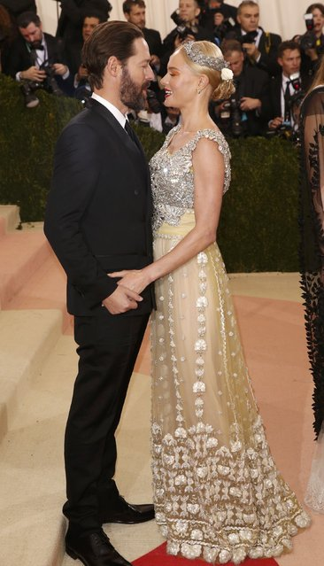 """Actress Kate Bosworth and husband Michael Polish arrive at the Metropolitan Museum of Art Costume Institute Gala (Met Gala) to celebrate the opening of """"Manus x Machina: Fashion in an Age of Technology"""" in the Manhattan borough of New York, May 2, 2016. (Photo by Lucas Jackson/Reuters)"""