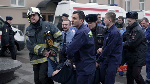 Police and emergency services personnel carry an injured person on a stretcher outside Technological Institute metro station in Saint Petersburg on April 3, 2017. Around 10 people were feared dead and dozens injured Monday after an explosion rocked the metro system in Russia's second city Saint Petersburg, according to authorities, who were not ruling out a terror attack. (Photo by Alexander Bulekov/AFP Photo)
