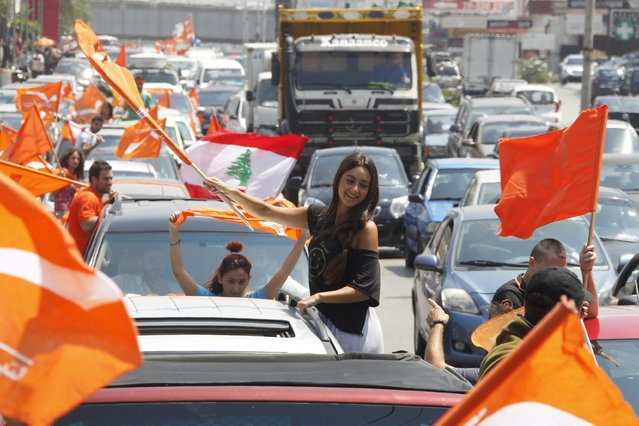 Supporters of the Free Patriotic Movement carry flags during a protest in Beirut, Lebanon July 9, 2015. Hundreds of supporters of a Lebanese Christian politician protested in Beirut on Thursday against the Sunni prime minister they claim is marginalizing Christian influence, stirring tensions in a country in crisis over war in neighboring Syria. (Photo by Aziz Taher/Reuters)