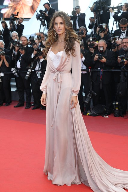 "Izabel Goulart attends the ""Julieta"" premiere during the 69th annual Cannes Film Festival at the Palais des Festivals on May 17, 2016 in Cannes, France. (Photo by Andreas Rentz/Getty Images)"