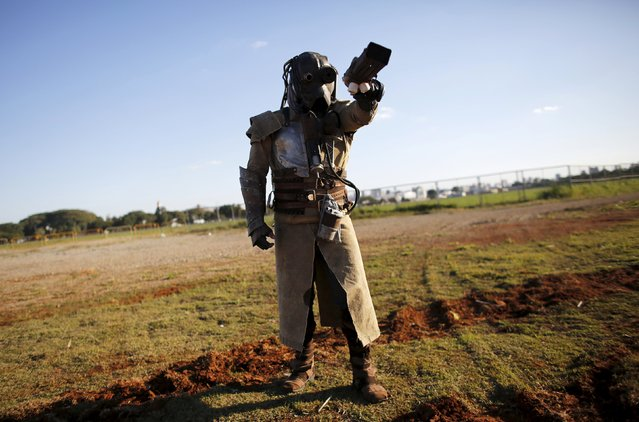 """A cosplay enthusiast poses as Diesel Punk soldier of the Mad Max film during the """"Anime Friends"""" annual event in Sao Paulo July 19, 2015. (Photo by Nacho Doce/Reuters)"""