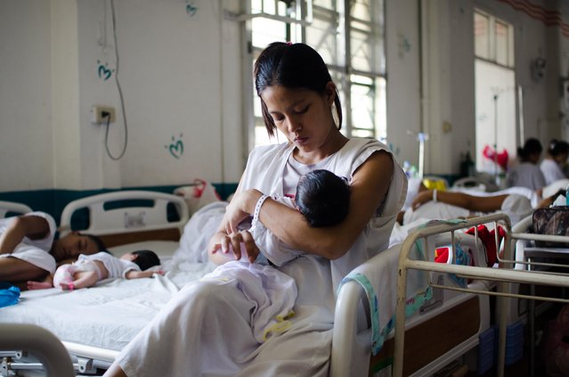 An indigent mother takes care of her new born infant at a government run hospital ward on August 11, 2014 in Manila, Philippines. (Photo by Dondi Tawatao/Getty Images)