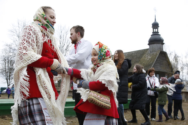 Belarusians sing traditional songs and dance during Maslenitsa celebrations in the village of Ozertso, near Minsk, Belarus, 29 February 2020. Maslenitsa is a traditional Russian and Belarussian holiday marking the end of winter that dates back to the pagan times. (Photo by Tatyana Zenkovich/EPA/EFE)