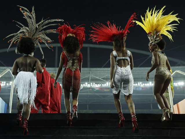 Samba dancers arrive to perform ahead of the athletics competitions of the 2016 Summer Olympics at the Olympic stadium in Rio de Janeiro, Brazil, Sunday, August 14, 2016. (Photo by Jae C. Hong/AP Photo)