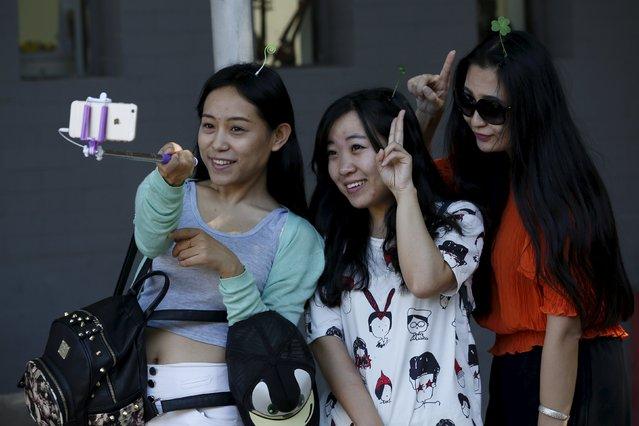 Women wearing hairpins take their selfie in Beijing, China, September 25, 2015. (Photo by Kim Kyung-Hoon/Reuters)