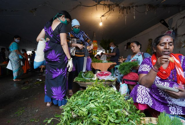 Women wearing protective face masks buy vegetables in a market, amidst the spread of the coronavirus disease (COVID-19) in Mumbai, India, August 20, 2020. (Photo by Hemanshi Kamani/Reuters)