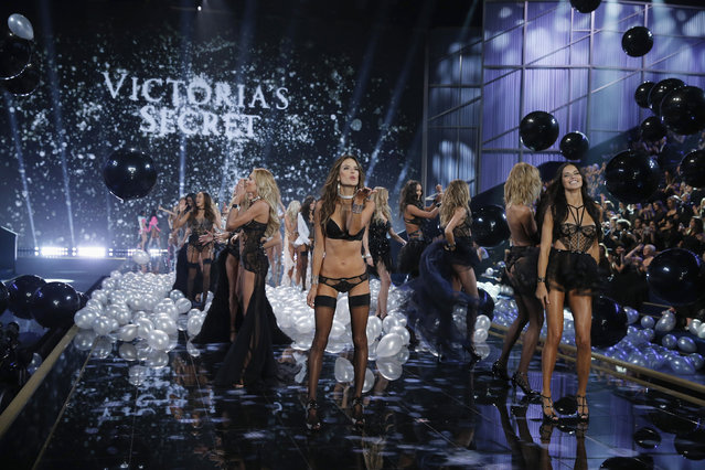 Models present creations at the 2014 Victoria's Secret Fashion Show in London December 2, 2014. (Photo by Suzanne Plunkett/Reuters)