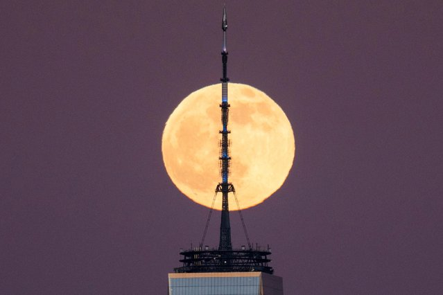 A full moon known as the Cold Moon rises behind the One World Trade Center in New York City as it is seen from Bayonne, New Jersey, U.S. December 29, 2020. (Photo by Eduardo Munoz/Reuters)