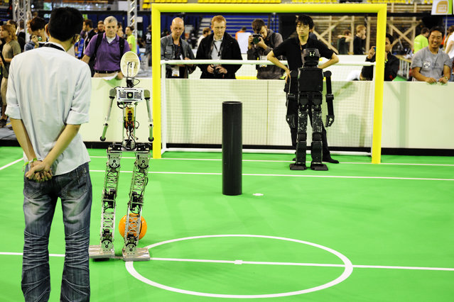 Soccer Humanoid adult (HuroEvolution AD / Taiwan (white)  vs JoiTech / Japan (black)) at the World Championship finals of RoboCup 2013 in Eindhoven (NL). (Photo by Bart van Overbeeke)