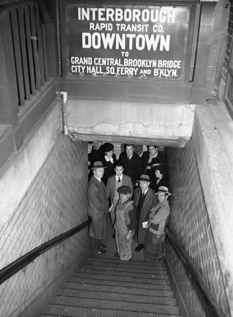 """New Yorkers, caught in a surprise air raid warning alert seek shelter in stores and subways. A crowd waits for the """"all clear"""" in a subway station at Lexington Avenue and 51st street, October 22, 1942. (Photo by AP Photo)"""