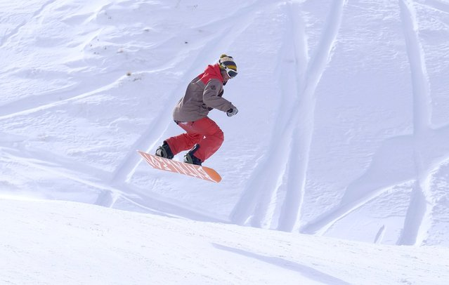 An Iranian man snowboards at the Dizin ski resort, northwest of Tehran January 15, 2016. (Photo by Raheb Homavandi/Reuters/TIMA)