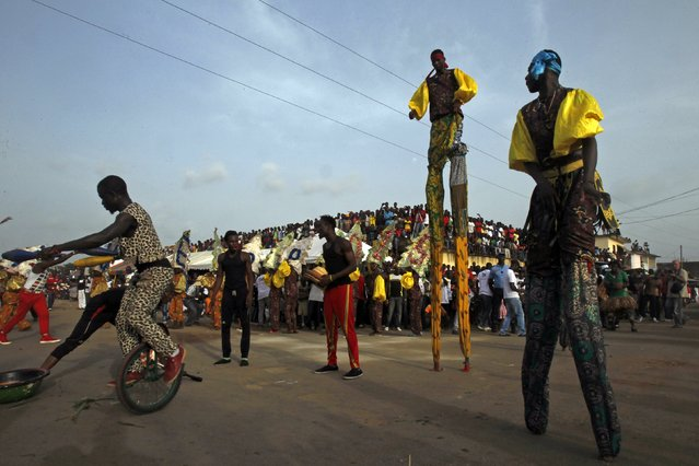 People in stilts take part in a parade during the Popo (Mask) Carnival of Bonoua, in the east of Abidjan, April 18, 2015. (Photo by Luc Gnago/Reuters)