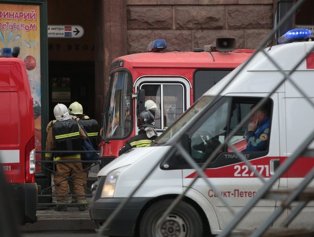 Health team workers and firefighters are dispatched after an explosion at a subway station in St Petersburg, Russia on April 3, 2017. At least 10 people were killed on the blast. (Photo by Sergey Mihailicenko/Anadolu Agency/Getty Images)