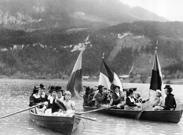 Thiersee villagers in their picturesque national dress arriving on the Thierses, Germany shore to watch the first dress rehearsal of the Passion Play on June 8, 1935. (Photo by AP Photo)