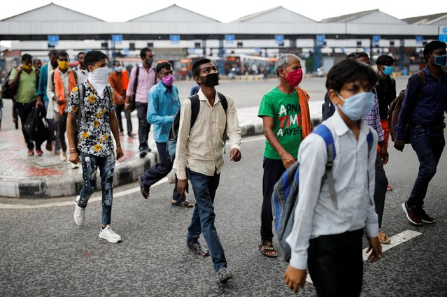 Migrant workers, who returned to Delhi from their native state arrive for a rapid antigen test, at a bus terminal, amidst the coronavirus disease (COVID-19) outbreak in New Delhi, India, August 17, 2020. (Photo by Adnan Abidi/Reuters)