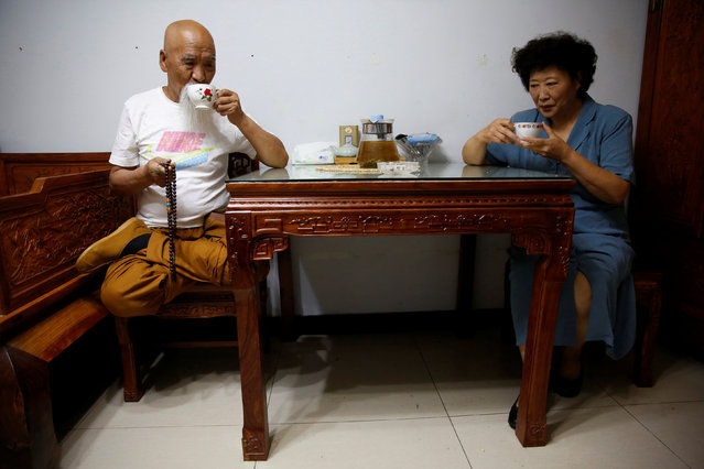 Kung Fu master Li Liangui (L) and his wife Liang Xiaoyan drink tea at their apartment in Beijing, China, June 30, 2016. (Photo by Kim Kyung-Hoon/Reuters)
