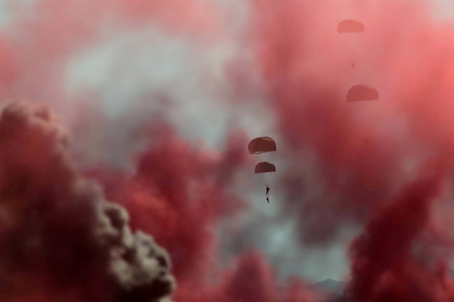 """Member of the Iranian army paratroopers take part in the annual military drill, dubbed """"Zolphaghar 99"""", in the Gulf of Oman, Iran on September 8, 2020. (Photo by WANA (West Asia News Agency) via Reuters)"""