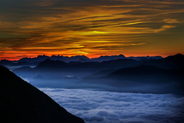 Fog covers the Inntal valley as the sunrise is seen from Hundskopf mountain in the western Austrian village of Gnadenwald, Austria September 7, 2016. (Photo by Dominic Ebenbichler/Reuters)
