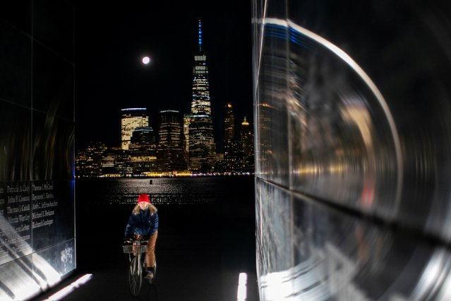 The full moon known as the Cold Moon rises next to One World Trade Center and the New York City skyline as it is seen from Jersey City, New Jersey, U.S. December 29, 2020. (Photo by Eduardo Munoz/Reuters)