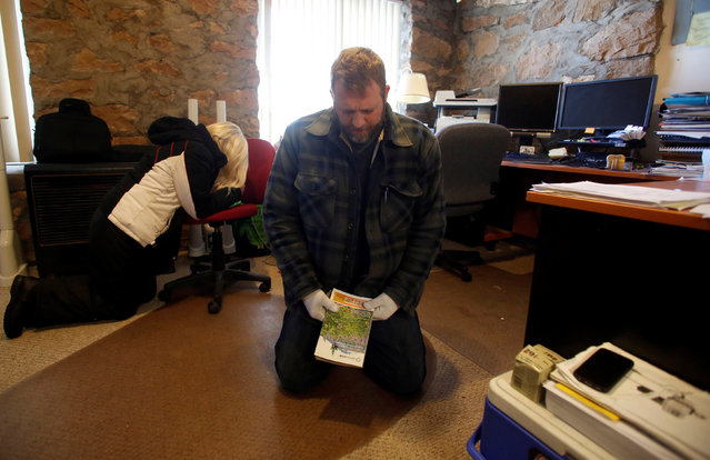 Ammon Bundy leads a prayer in an office at the Malheur National Wildlife Refuge near Burns, Oregon, U.S. January 6, 2016. (Photo by Jim Urquhart/Reuters)