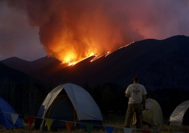 Flames blaze down a ridge as the Beaver Creek wildfire rages outside Hailey, Oregon, on August 16, 2013. (Photo by Jim Urquhart/Reuters)